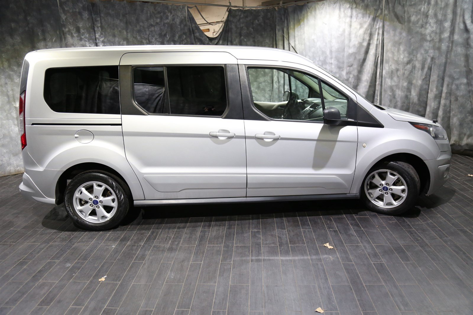 Pre owned 2015 ford transit connect wagon xlt
